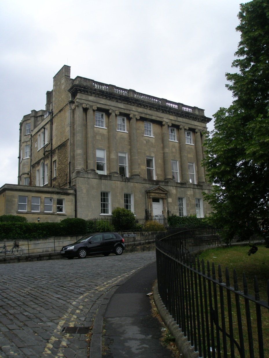 End Unit #30, Royal Crescent