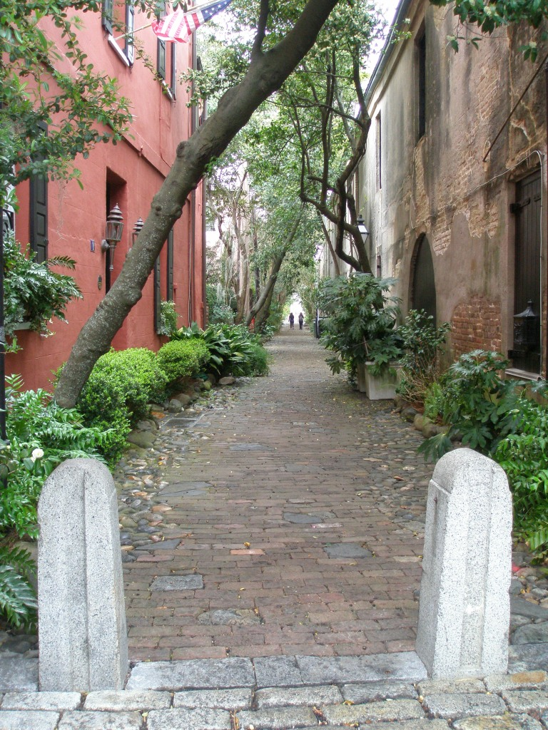 Philadelphia Alley, at Queen Street, with nary a ghost in sight.