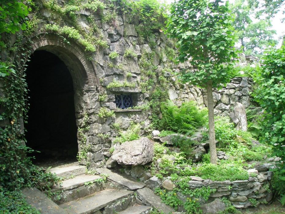 Underground Room, near the Peony Tai