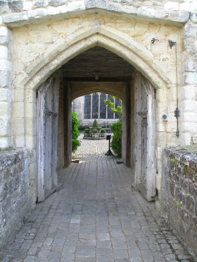 Entry tunnel to the Courtyard, from the Gatehouse Tower Bridge