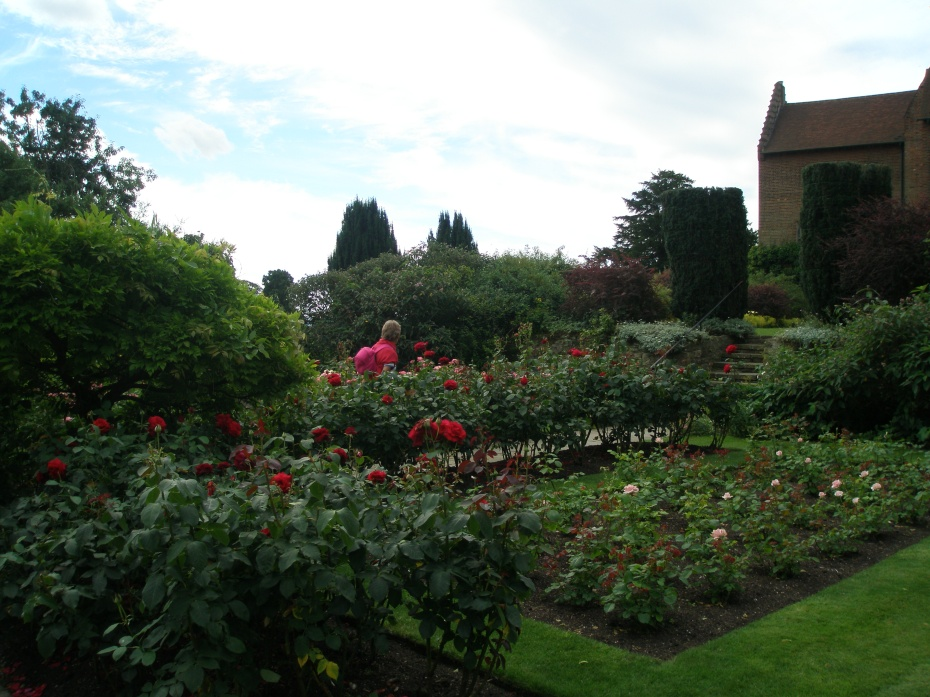 Lady Churchill's Rose Garden is divided into four beds that contain hybrid tea roses.