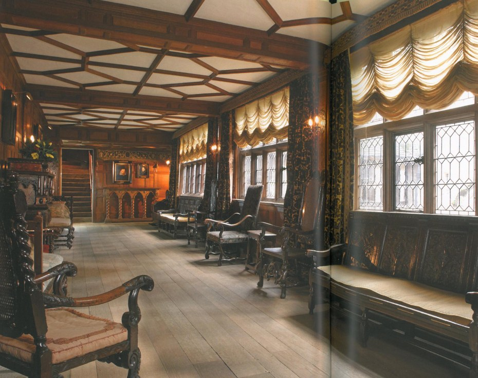 The Staircase Gallery is the smaller of two galleries in the Castle and was created in 1506 by Thomas Bullen over the Entrance Hall to give access between the two wings of the house and his newly-built Long Gallery. Image courtesy of Hever Castle.