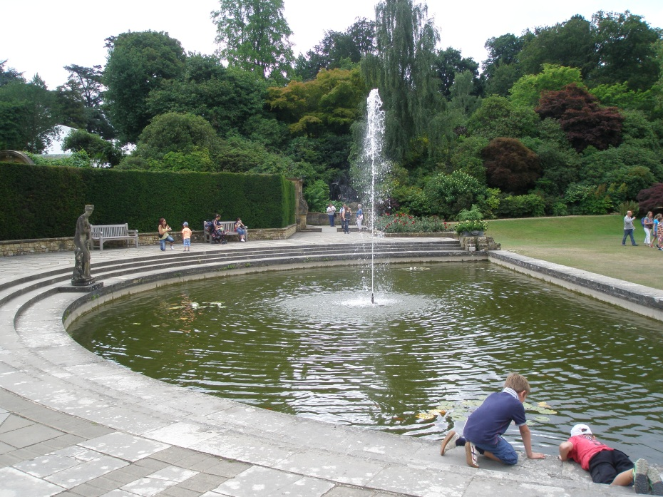 A Half Moon Pond is at the western end of the Italian Garden