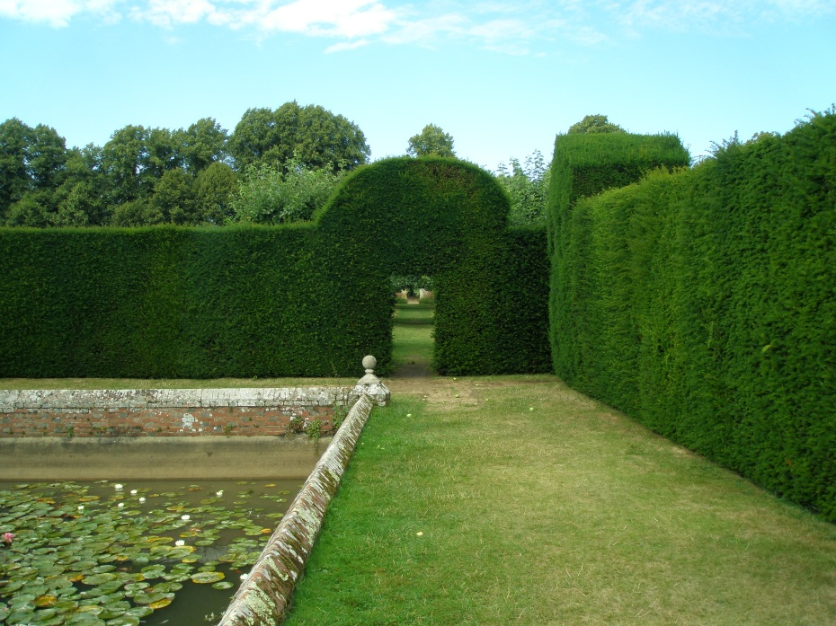 Hedges enclosing Diana's Bath