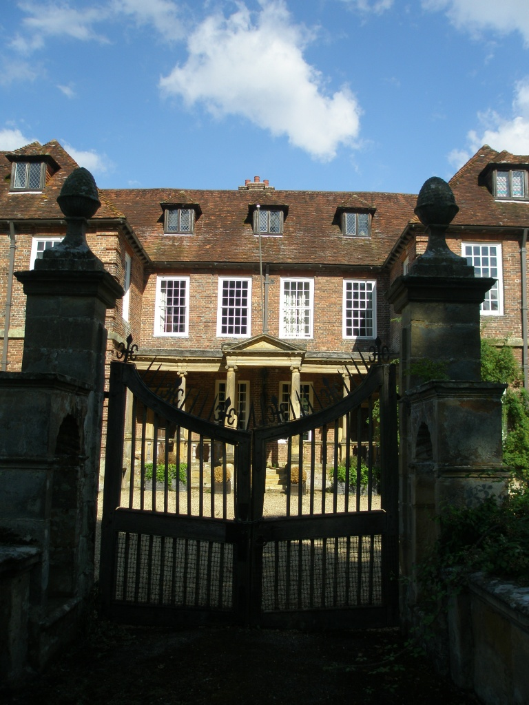 My final look at the forlorn but charming Manor House, at Groombridge Place...but it DOES look a bit haunted, doesn't it?