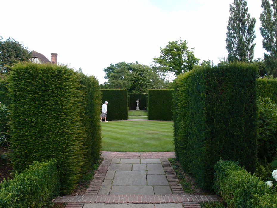 Slightly off-center in the Rose Garden is the  Rondel, a circular space enclosed by high hedges. My omnipresent Lady In The White Sweater now makes the only guest appearance that I'll allow her!