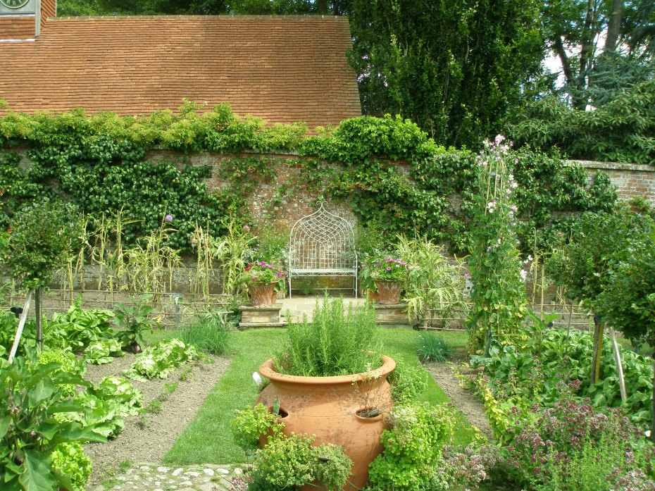 The Potager (aka Kitchen Garden) is opposite the Rose Garden, and also within the Walled Garden. This is where many of the veggies I ate at lunch were grown.