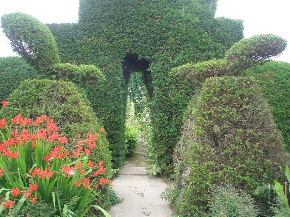 We're about to pass into the High Garden, which is east of the Peacock Topiary Garden.