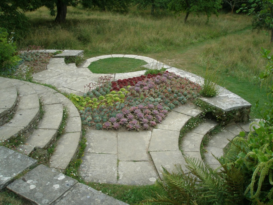 At the house-end of the Long Border, Edwin Lutyens built a series of circular steps and terraces, which lead down to the Orchard.