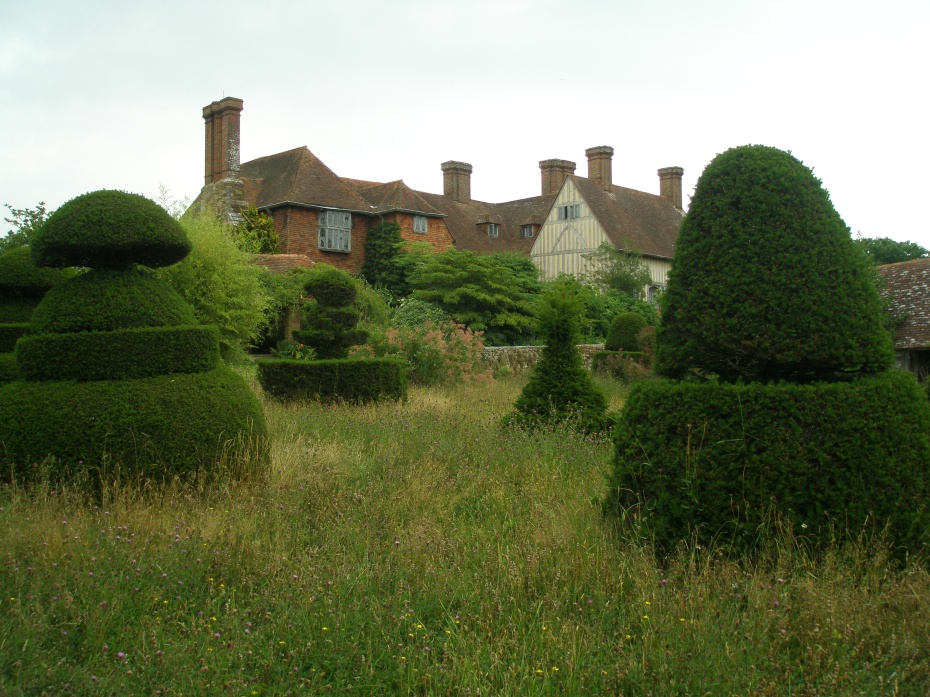 We're in the middle of the Topiary Lawn, looking back toward the rear of the house.