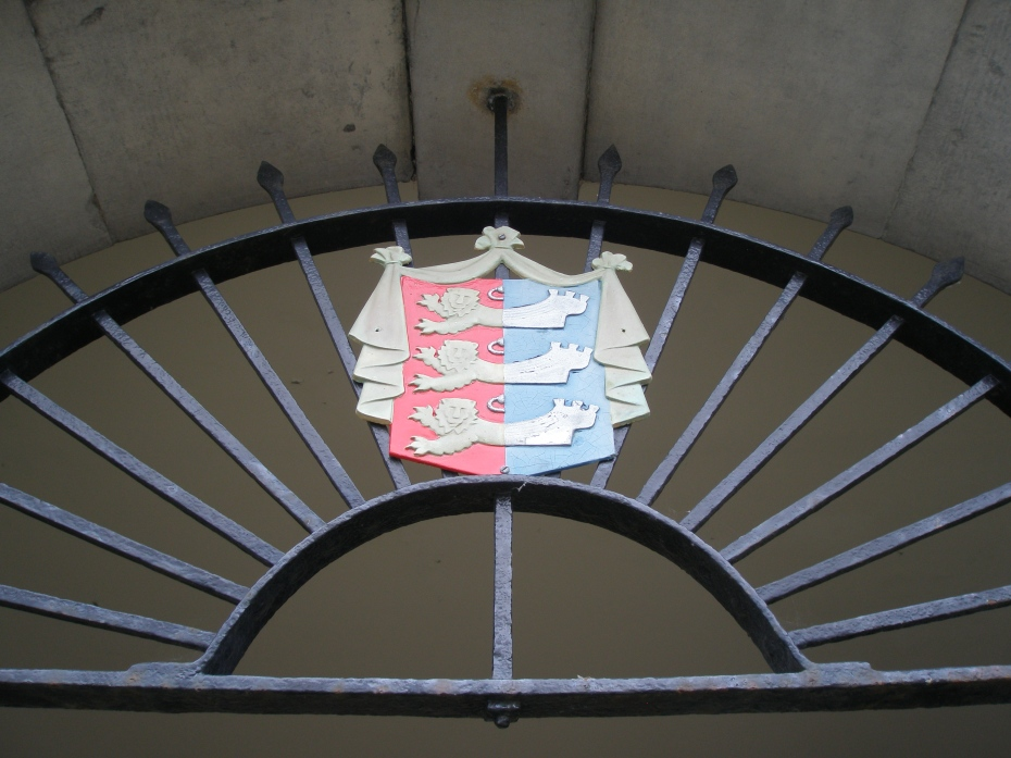Rye's elegant Coat of Arms (3 lions, joined with 3 ships),  on a grille over a house door.