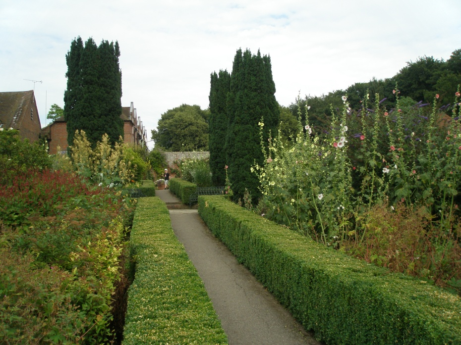 We entered the Culpeper Garden, which occupies the site that was long used for the Castle's kitchen garden. The Culpeper Garden is the creation of designer Russell Page (born 1906, died 1985), and takes its name from the family which owned the Castle in the 17th century.