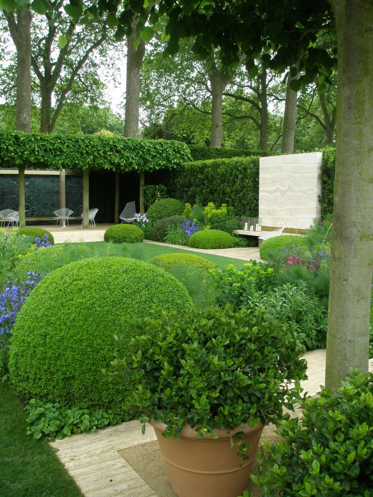 The Telegraph Garden. Nope...I won't be coy. This is my favorite Show Garden....utterly inviting and serene, while also stimulating to the eye. A gorgeous blend of classical and modern design. I want one!