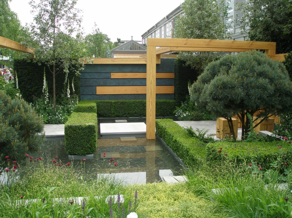 The Extending Space: a superb, smaller Show Garden. This is a garden to study.