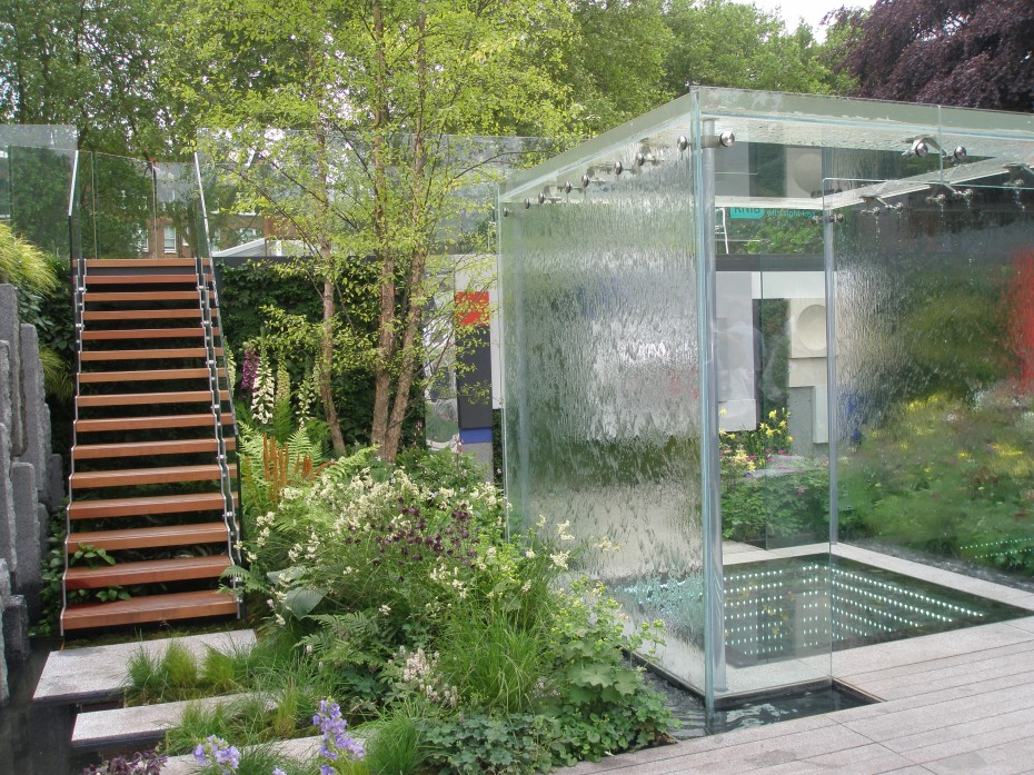 The Mind's Eye. Designed by LDC Design, for the Royal National Institute of Blind People. The RHS gave this a Gold Medal, along with its award for Best Fresh Garden. The BBC People's Choice contest also named this Best Fresh Garden.