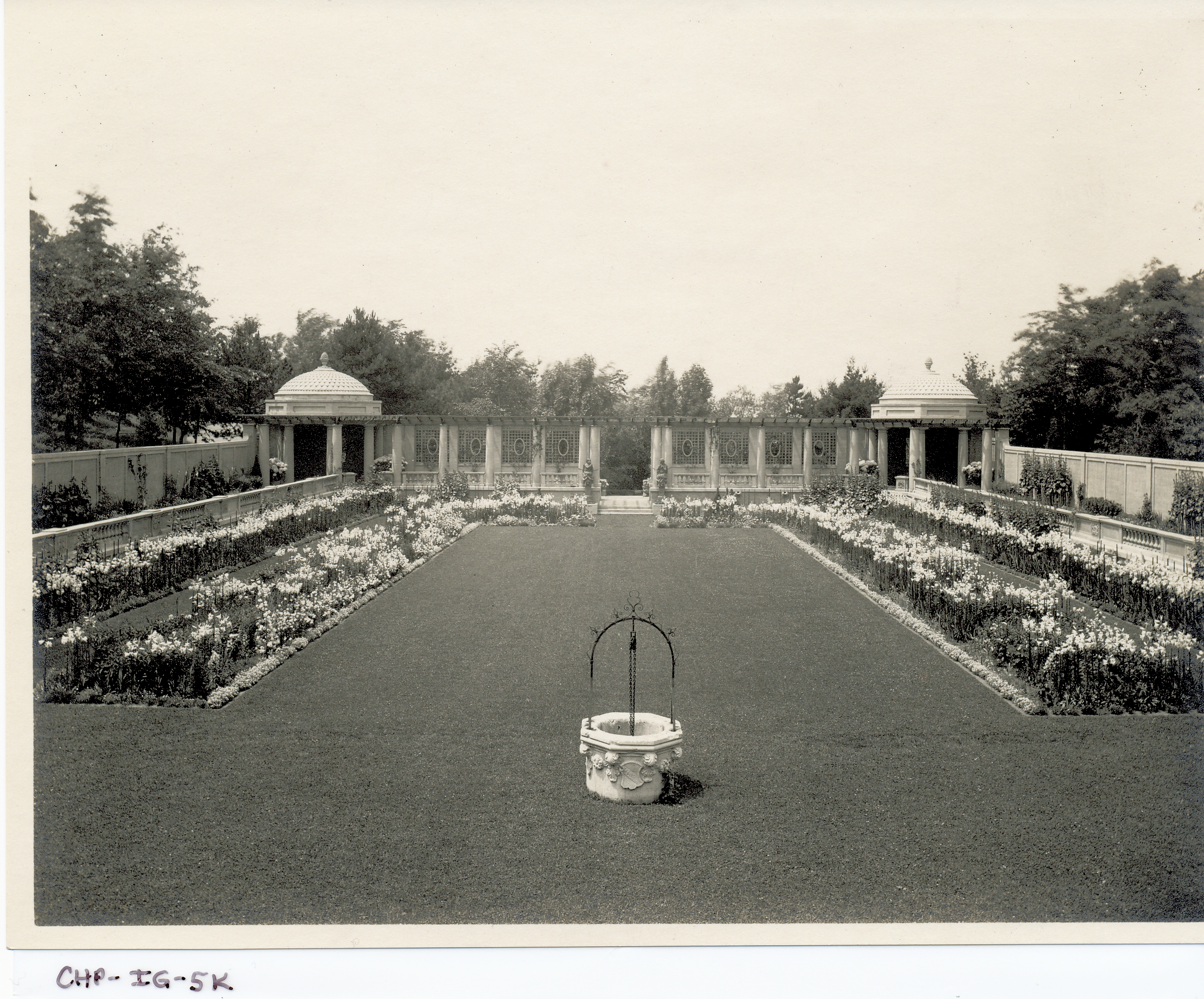 Vintage photo of the sunken area of the Italian Garden, circa 1915. Image courtesy of the Trustees of Reservations, Archives & Research Center.