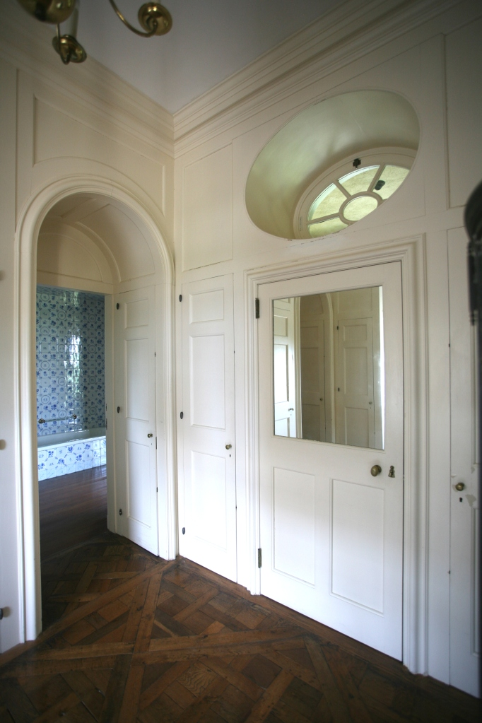 Inner hallway of Cornelius Crane's suite