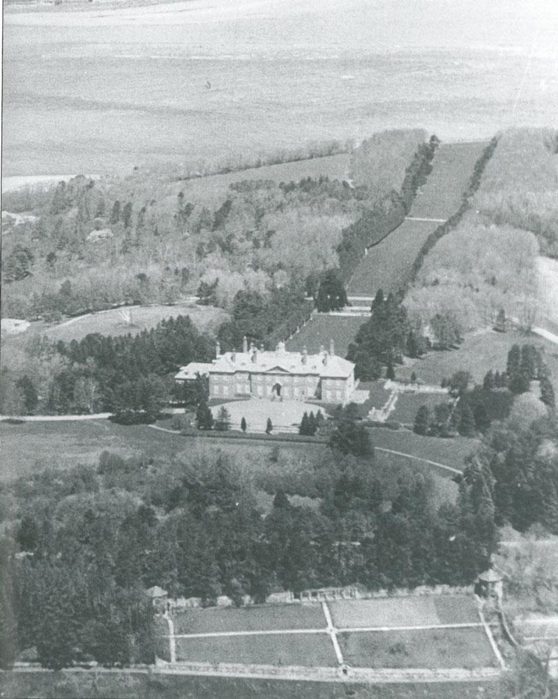 Vintage aerial photo of Castle Hill. Image courtesy of the Ipswich Historical Society.