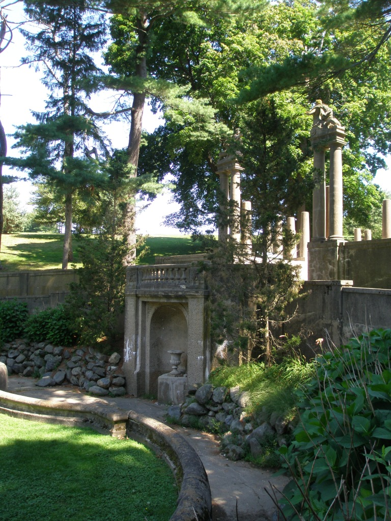 I look forward to the day when the Italian Garden's fountain is again spraying water into a filled pool.