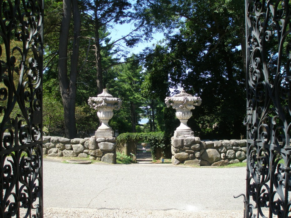 We're exiting the Italian Garden, through the wrought iron gates at its western end. Across the street are urns which mark the pathway that leads further downhill, to the Rose Garden.