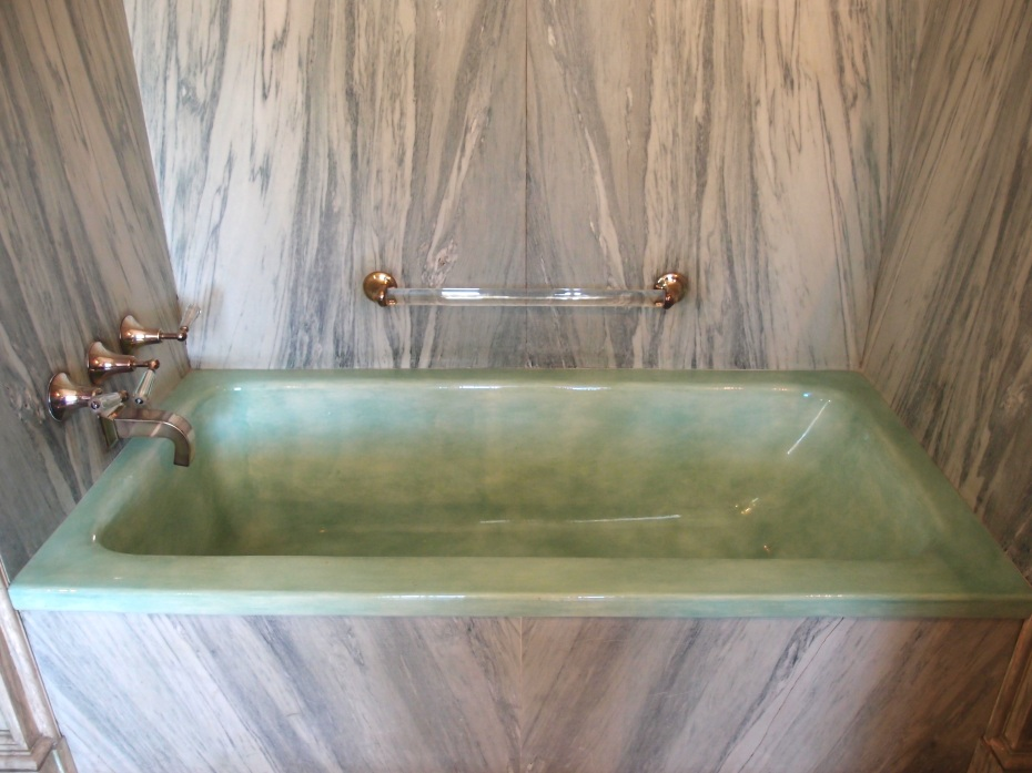 Mrs. Crane's tub: the green and gray color scheme is divine.