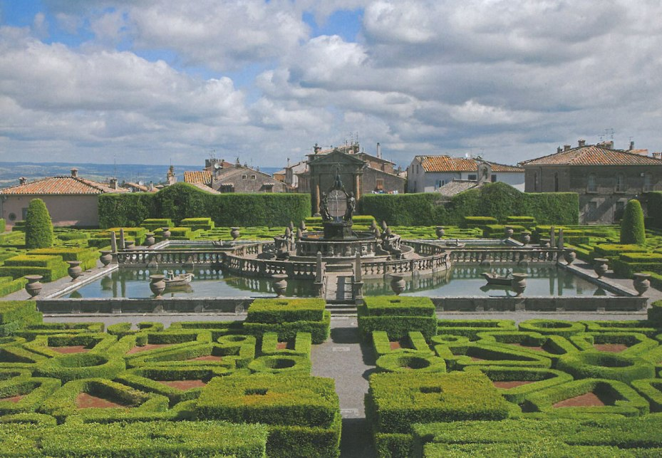 A sunny-day view of the Fountain of the Moors, as seen from the triangular parterre garden that's between the Palazzina Gambara and the Palazzina Montalto. Image courtesy of Il Pegaso Bookshop, in Bagnaia.
