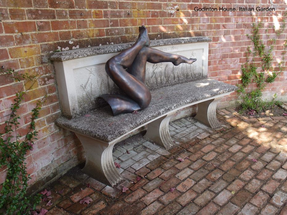 And Gorgeous Gams, on the Loggia of the Italian Garden