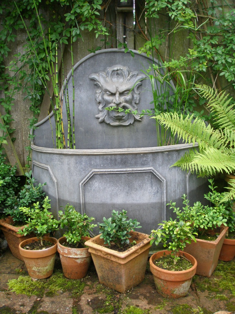 A classical lead fountain