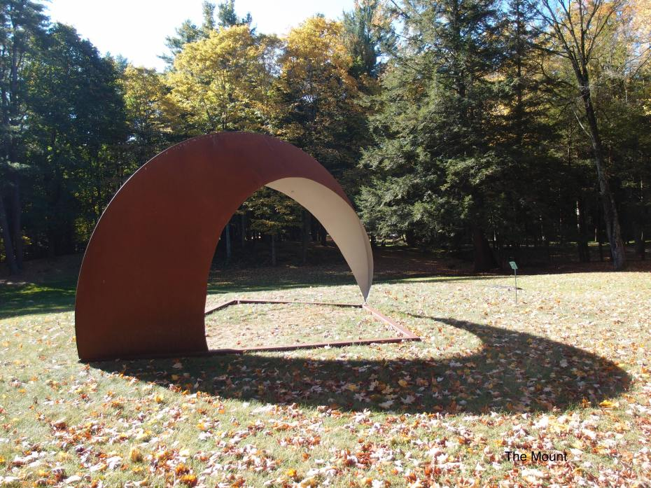 ARCH II, by Ann Jon...with a seat inside. Another masterful exercise of sculptural shadow-play, which can be yours for only $36,000.00 (I confess that I WANT this lovely creation, but...... ) .
