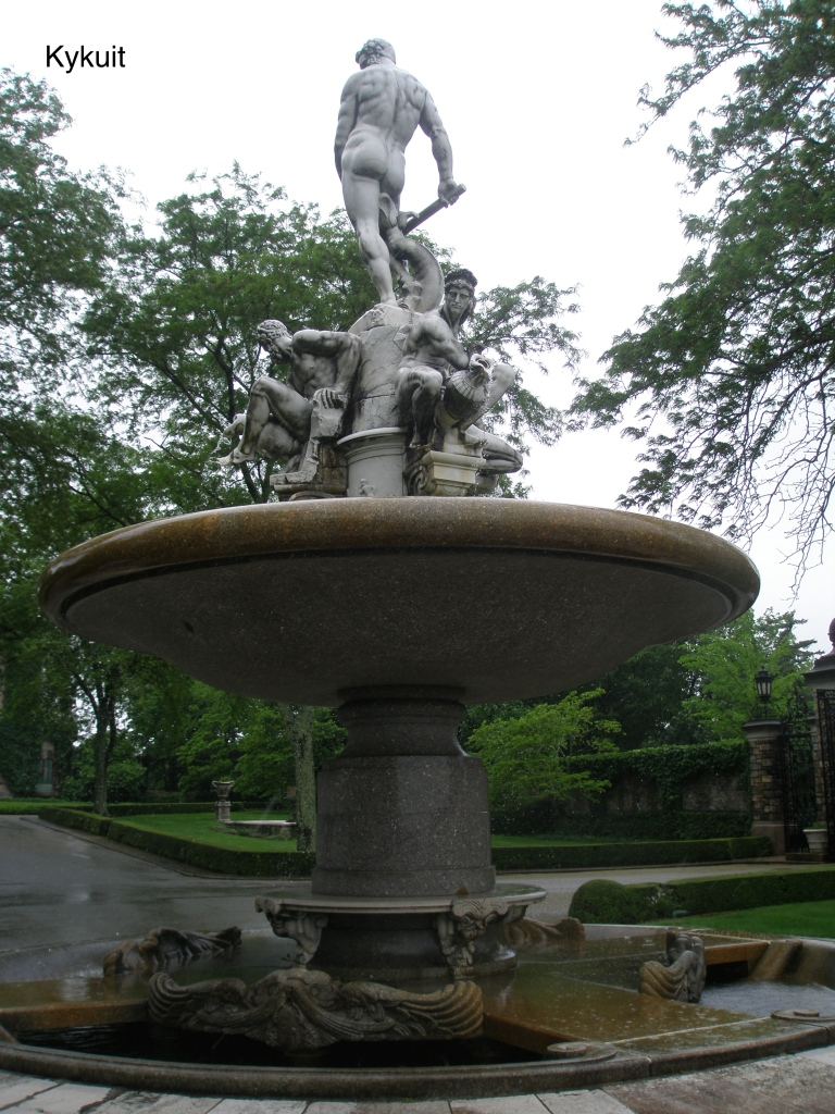 A closer view of the Oceanus Fountain, which was added to Kykuit's Forecourt in 1914.