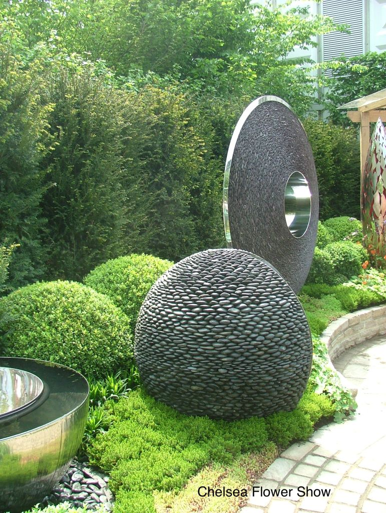 At the Chelsea Flower Show. Photo by Anne Guy.