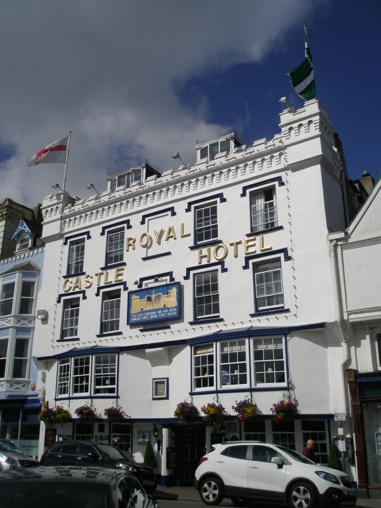 The Royal Castle Hotel...just across the street from the Boat Float