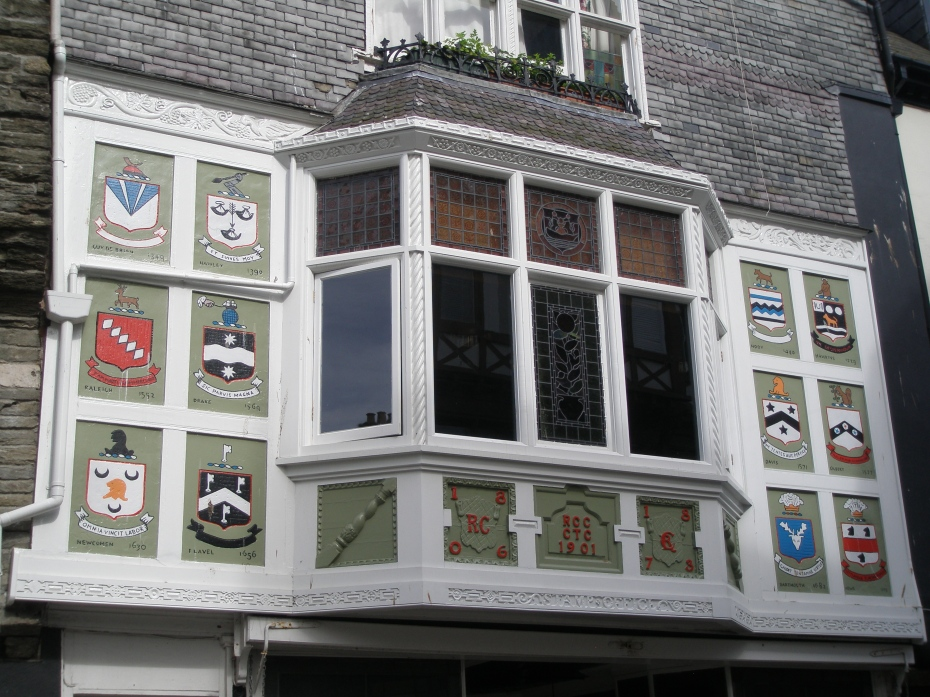 Yet another heavily-decorated building facade