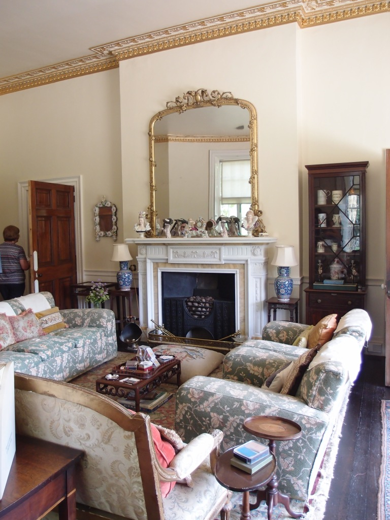 The comfy Drawing Room