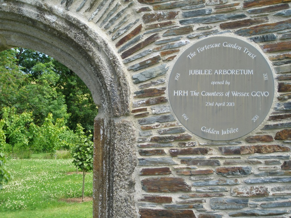 Plaque at the entrance to the Arboretum