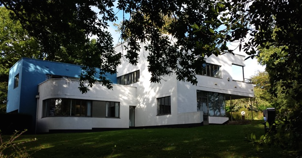 HIGH CROSS HOUSE: built in 1932 for the Headmaster of the Dartington Hall School. Photo by Anne Guy.