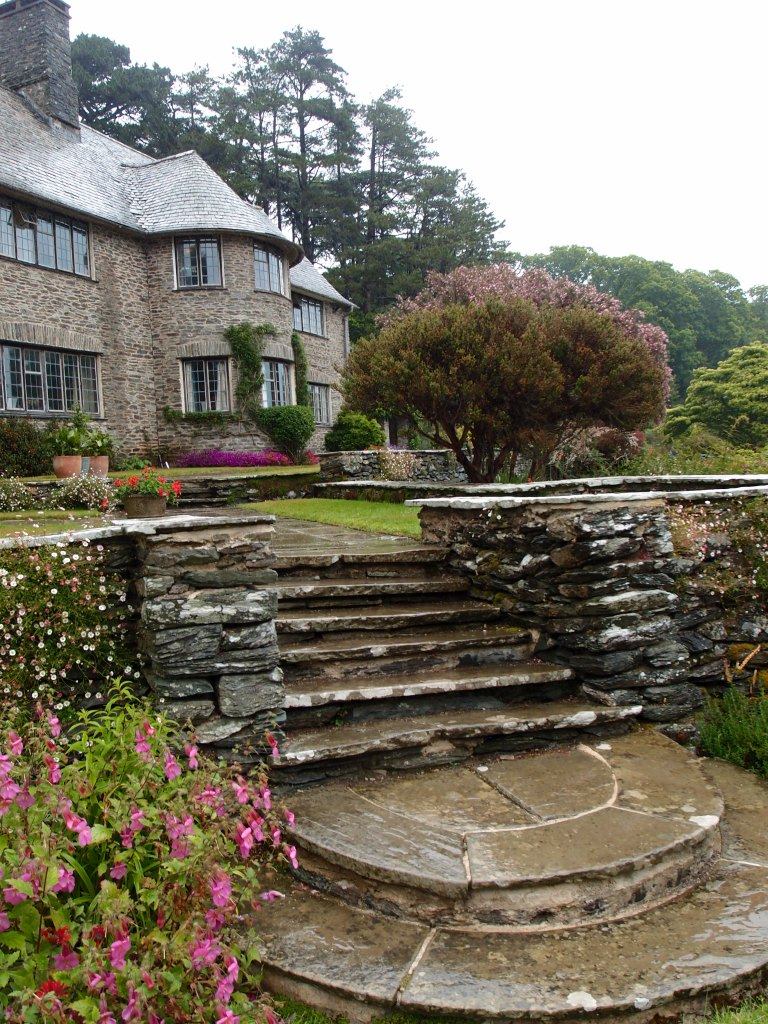 By the southwest corner of the House, a cascade of steps connects the Top and Middle Terraces.
