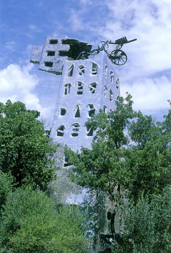 The Tower. Image courtesy of Il Fondazione Giardino Dei Tarocchi. The Tower is one of the two giant sculptures in the Garden that have sleeping accomodations (the other is The Empress). From 1983 until 1992, Venera Fioncchiaro, a ceramic specialist who came from Rome, lived in the Tower. While at the Tarot Garden, Venera taught 3 young women how to hand-craft the tiles which Niki had designed.